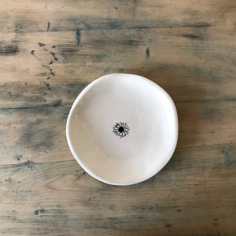 Earthenware dish by Nathalie Borst from Atelier Rive Gauche, entirely made and painted by hand. photo © TRELA Tinos