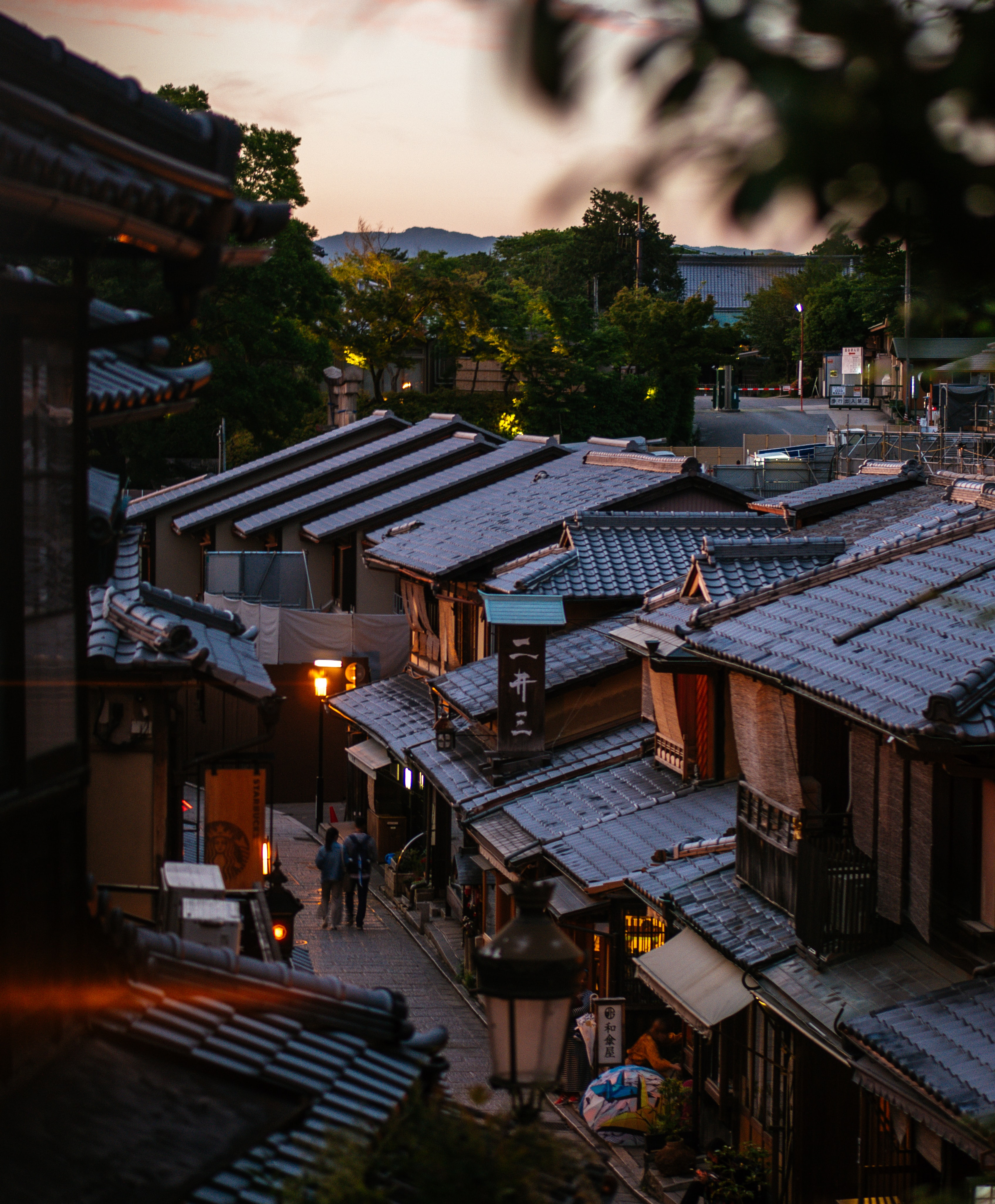 Sunset view of the streets in the Gion district from Kyoto highlighting the Japanese architecture. Photo by Cosmin Serban, Unsplash.